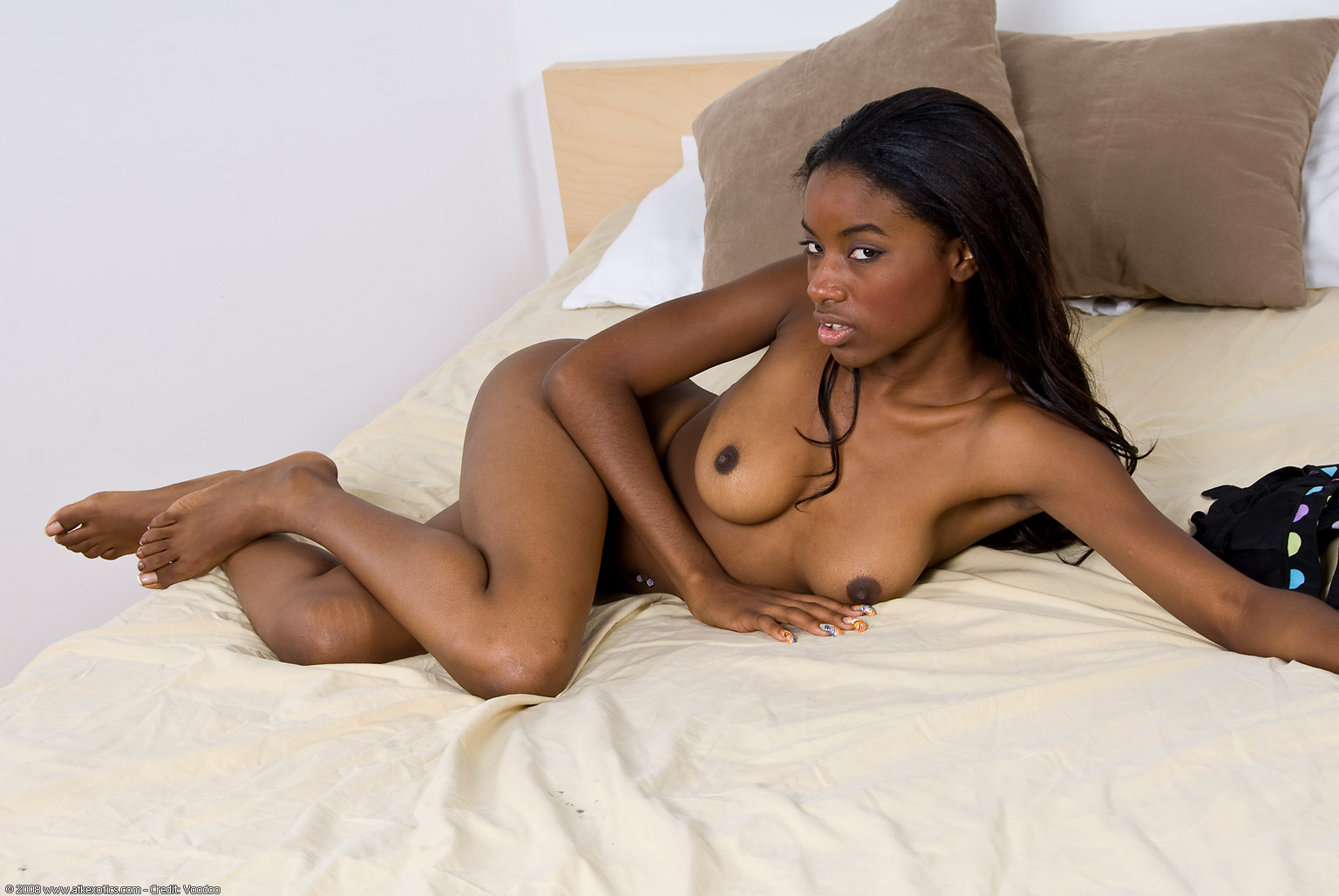 Amateur Ebony Teens in Threesome Video - Free Porn Videos